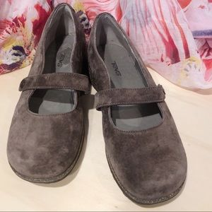 e02b7be2a774e1 NWOB Teva Ventura Brown Suede Mary Jane Shoe